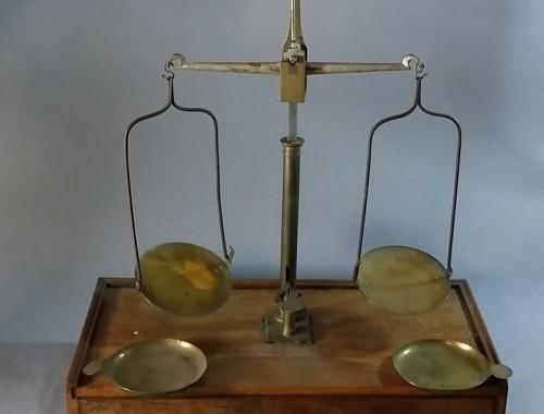 Trébuchet, balance de précision d'apothicaire XIX eme siècle