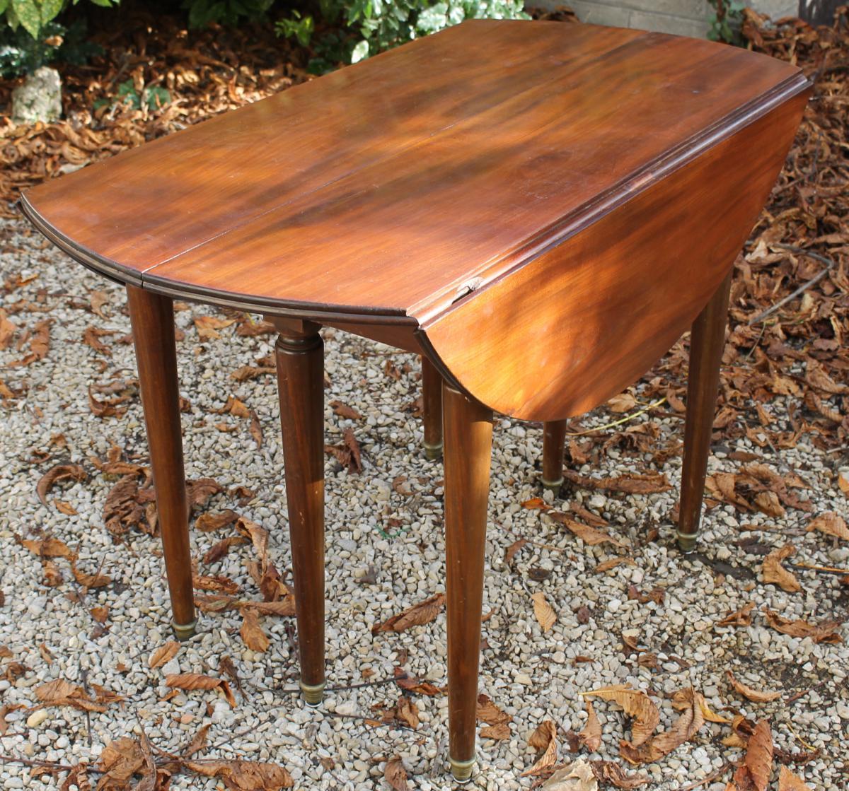 Table de salle manger allonges en acajou style louis for Table salle a manger 4 pieds