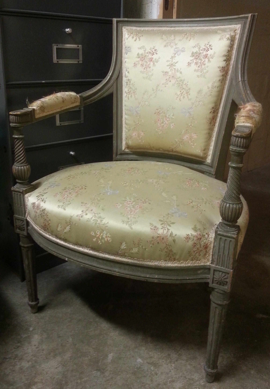 paire de fauteuils de style louis xvi magasin pierre brost. Black Bedroom Furniture Sets. Home Design Ideas