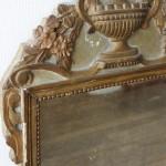miroir epoque Louis XVI 16 XVIII 18 ème siècle bois stuc sculpté mouluré doré glace fronton urne frise de perles (4)