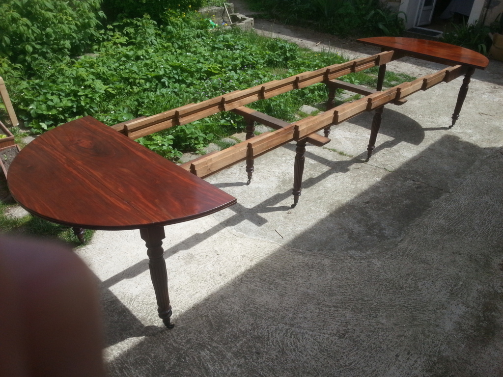 Grande table manger en acajou massif epoque restauration for Table salle a manger ronde a rallonge