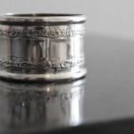 rond de serviette style Louis XV argent massif poincon minerve orferverie feuille d'acanthe dechiqueté agrafe cadeau naissance bapteme (2) (FILEminimizer)