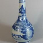 vase hué en porcelaine. vietnam. xviii. signé. hauteur 17 cm (2)