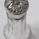 grand saupoudroir en argent et cristal poincon minerve décor fruille (2) (FILEminimizer)