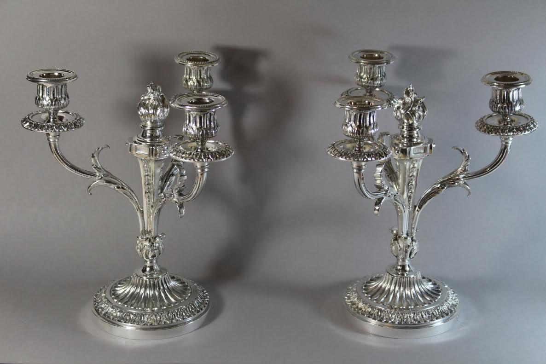 paire de chandeliers en bronze argent style louis xvi magasin pierre brost. Black Bedroom Furniture Sets. Home Design Ideas