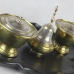 encrier ecritoire c couronné époque louis XV clochette bronze laiton XVIIIe siècle (5)