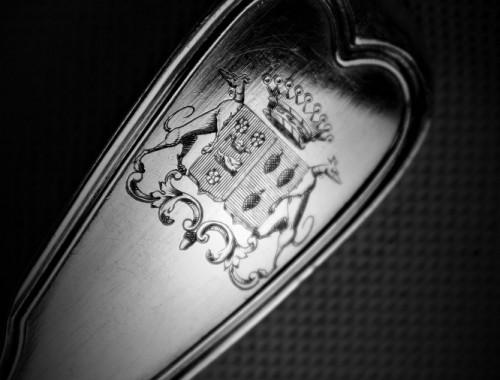 12 couverts en argent massif modèle aux filets poinçon minerve cuillères fourchettes armoriés armes blasons couronne comtale (4)
