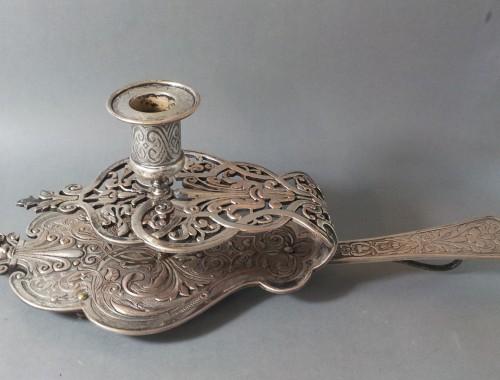 bougeoir d'eveque a main de style regence metal argenté objet liturgique