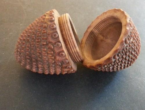 etui de chapelet objet religieux de piété cadeau de communion buis sculpté