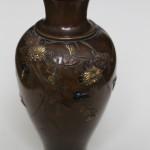 Petit vase ovïde En bronze En shibuichi et suaka à incrustation de cuivre jaune ciselé A décor oiseaux, chrysanthèmes végétations Epoque MEIJI XIXème siècle (5)