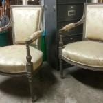 paire de fauteuils de style Louis XVI directoire dossier cabriolé rectangulaire laqué gris pieds fuselé cannelé (3)