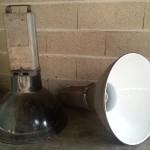 paire de suspensions industrielles vintage lustre émaillé usine (2)