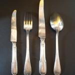 partie de ménagère en métal argenté de style Louis XVI cuilleres fourchettes couteaux dessert service à découper pince a gigot