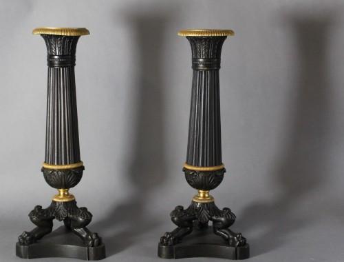 paire de flambeaux bougeoirs luminaire bronze restauration napoleon III doré patiné tripode patte griffe de lions