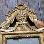 petit miroir a fronton epoque louis XVI fin XVIII eme siècle bois stuc doré sculpté ruban noué guirlande de feuilles de laurier glace au mercure (3)