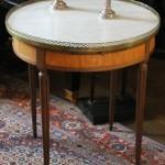 table bouillotte d'epoque epoque louis XVI 16 XVIII ème siècle 18 marbre blanc galerie laiton pieds cannelés  (3)