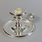 bougeoir en métal argenté. vers 1900. diamètre 10 cm. 25€.