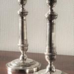 paire flambeaux bougeoirs bout de table bronze metal argenté epoque restauration XIXe siècle (1)